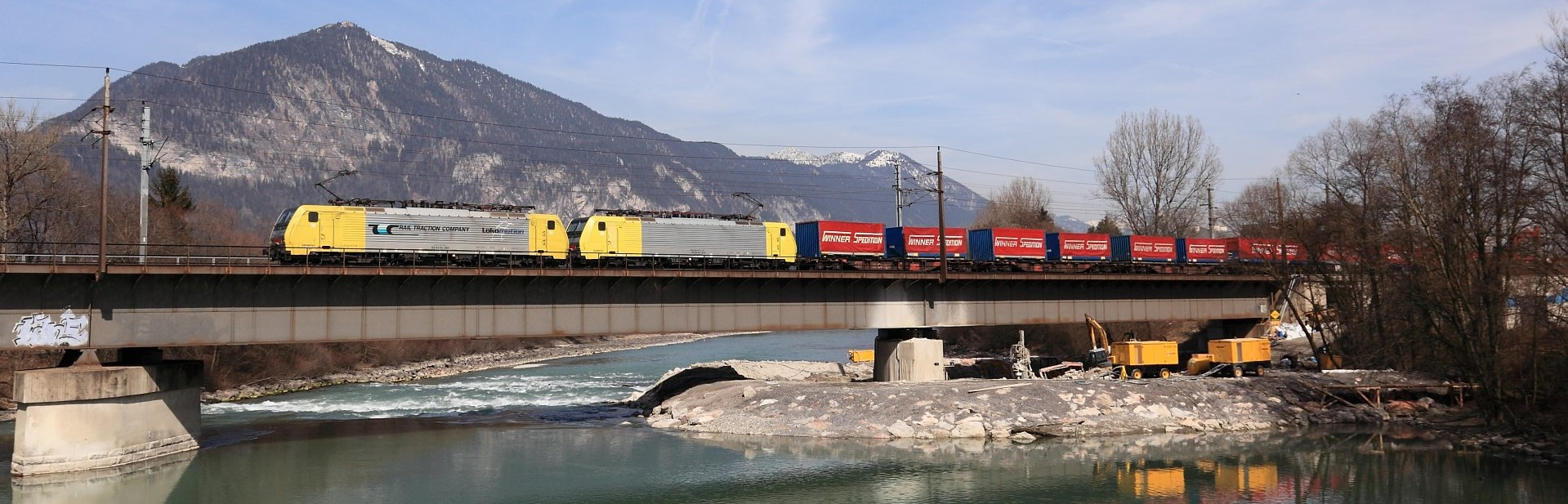Titel_Zug auf Brücke