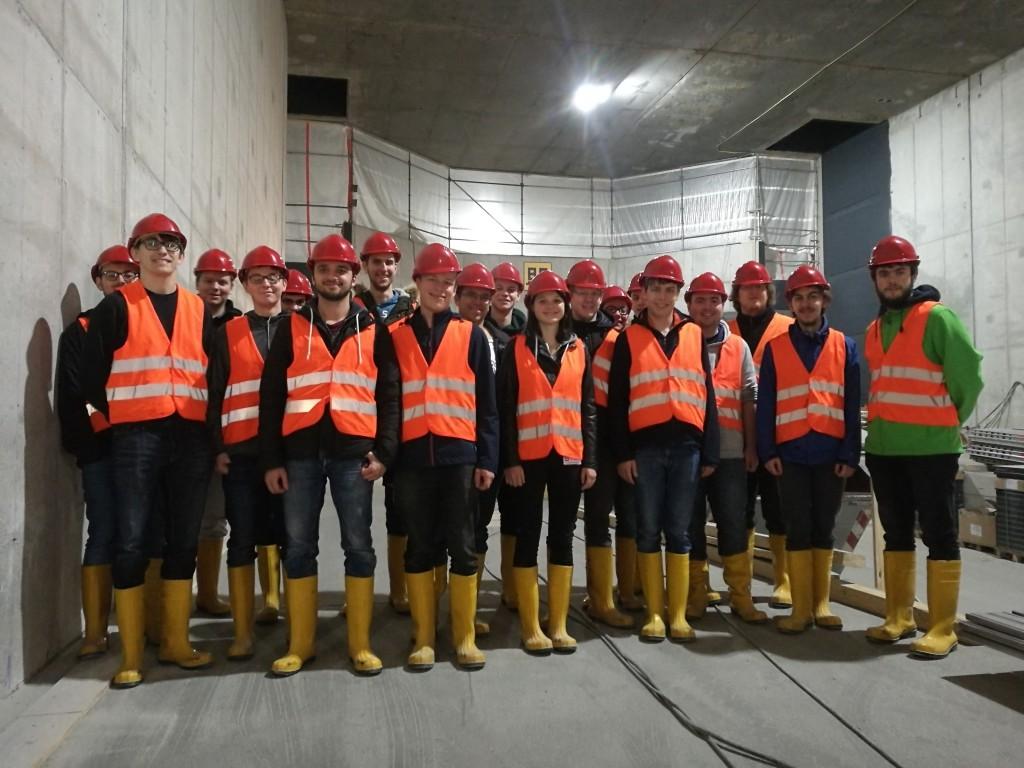 Gruppenbild im zukünftigen Straßenbahntunnel